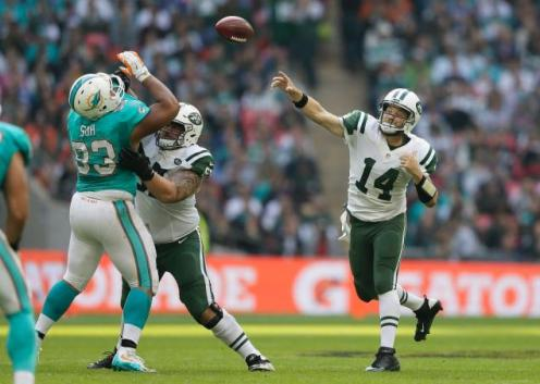 britain-jets-dolphins-football.jpg
