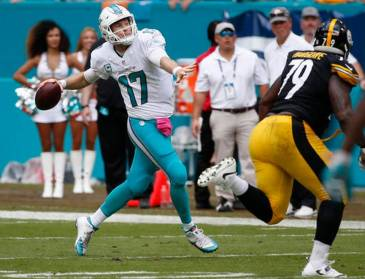 549steelers-dolphins-football