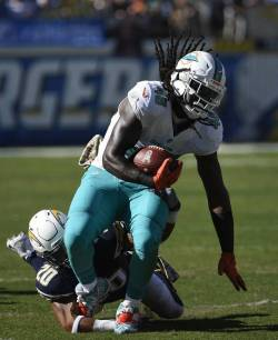dolphins-chargers-football-1-2